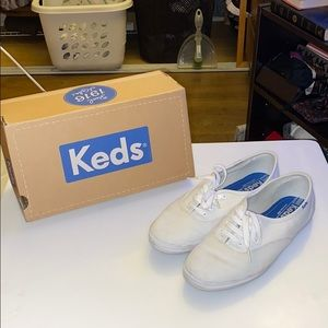 👽2/$20 Keds white sneakers